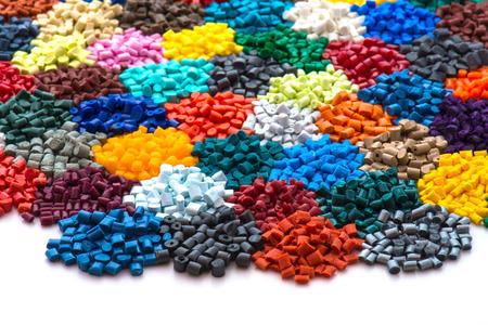 Photo pour dyed plastic granulate resins - image libre de droit