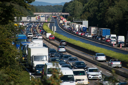 Foto de traffic jam on motorway due to road works - Imagen libre de derechos