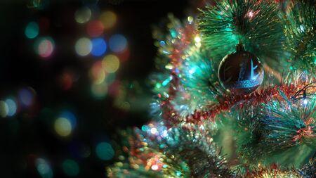 Photo pour Decorated Christmas tree with shine lights - image libre de droit