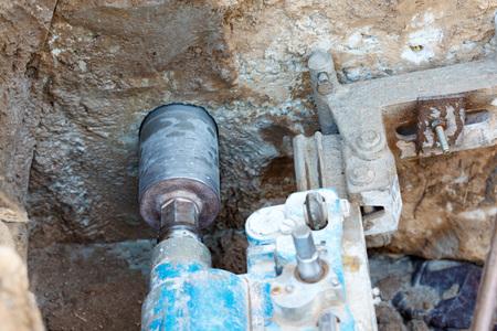 Photo pour The process of diamond drilling in concrete. - image libre de droit