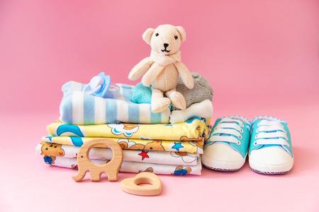 Photo pour baby accessories for newborns on a colored background. selective focus. nature. - image libre de droit
