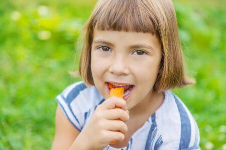 Photo pour child eats vegetables carrots. Selective focus. food. - image libre de droit