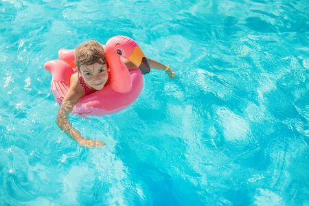 Photo pour the child swims and dives in the pool. Selective focus. - image libre de droit