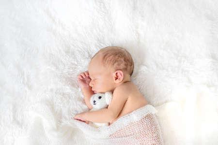 Photo pour Newborn baby sleeping on a white background. Selective focus. people. - image libre de droit