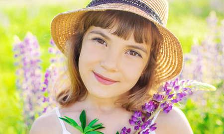 Photo pour Child photo shoot in a lupine field .season allergies. Selective focus. nature.l - image libre de droit