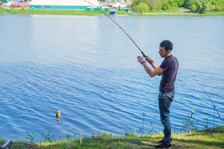 Photo pour A man is fishing on the lake. Selective focus. Nature. - image libre de droit