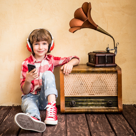 Resultado de imagen para listen music kid