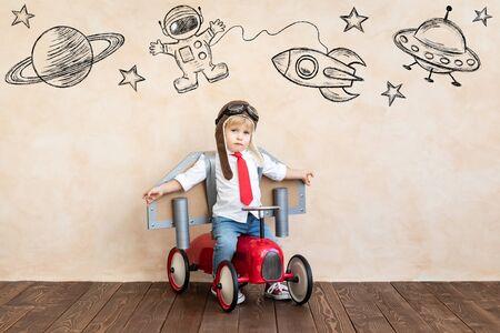 Photo pour Funny kid with toy jet pack. - image libre de droit