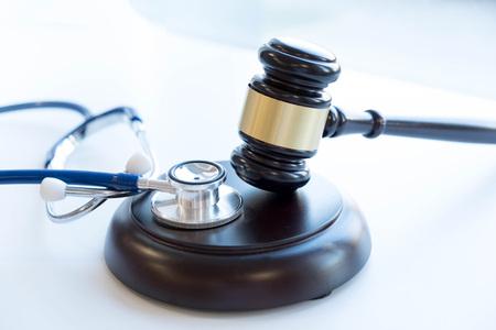 Foto de Gavel and stethoscope. medical jurisprudence. legal definition of medical malpractice. attorney. common errors doctors, nurses and hospitals make. - Imagen libre de derechos