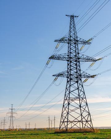 Photo pour Supports high-voltage power lines against the blue sky. Electrical industry - image libre de droit