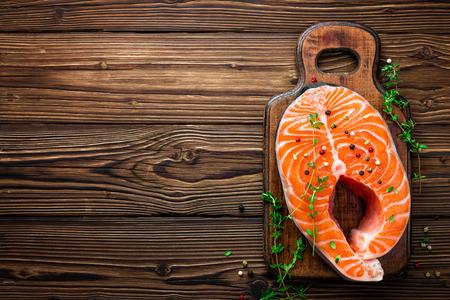 Photo pour raw salmon fish steak on wooden rustic background - image libre de droit
