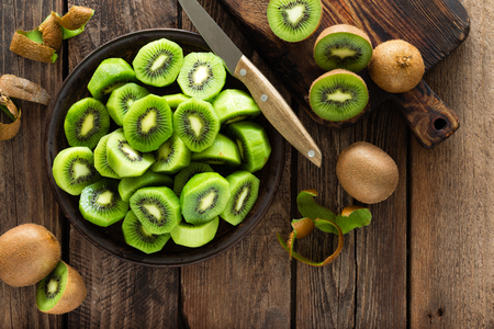 Foto de Kiwi fruit on wooden rustic table, ingredient for detox smoothie - Imagen libre de derechos
