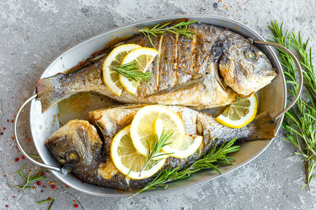 Photo pour Baked fish dorado. Sea bream or dorada fish grilled - image libre de droit