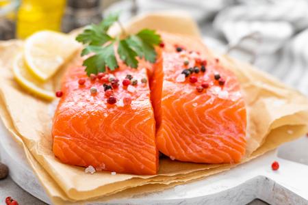 Photo pour Fresh raw salmon fish fillet on white kitchen background - image libre de droit