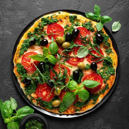 Photo pour Pizza. Traditional italian pizza with green basil pesto sauce, top view - image libre de droit