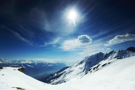 Photo pour top of mountains in blue sky - image libre de droit