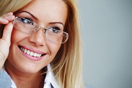 Photo pour business woman in glasses on gray background - image libre de droit