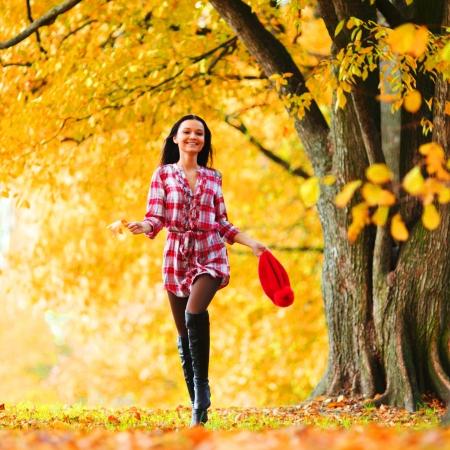 woman run in autumn park