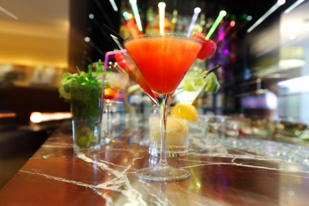 Photo pour Colorful cocktails close up - image libre de droit