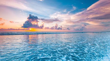 Foto de Amazing colorful sunset over sea form Bali beach and majestic cloudscape - Imagen libre de derechos