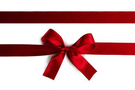 Photo pour Elegant satin red ribbon bow isolated on white background - image libre de droit