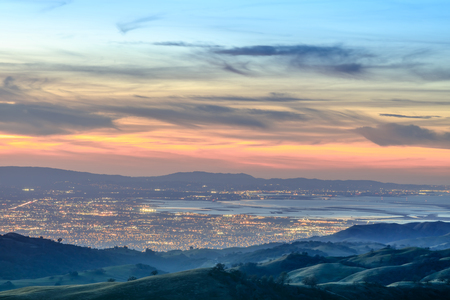 Photo pour Silicon Valley Views from above. Santa Clara Valley at dusk as seen from Lick Observatory in Mount Hamilton east of San Jose, Santa Clara County, California, USA. - image libre de droit