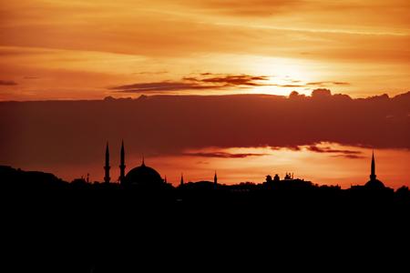 Photo pour sunrise and city silhouette in istanbul - image libre de droit