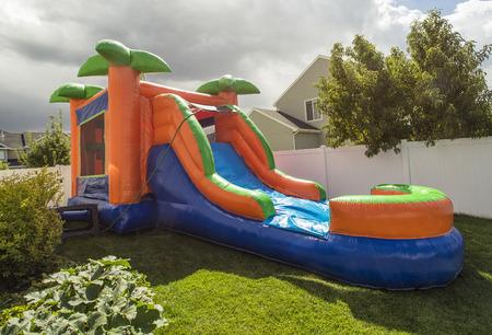 Photo pour Inflatable bounce house water slide in the backyard - image libre de droit
