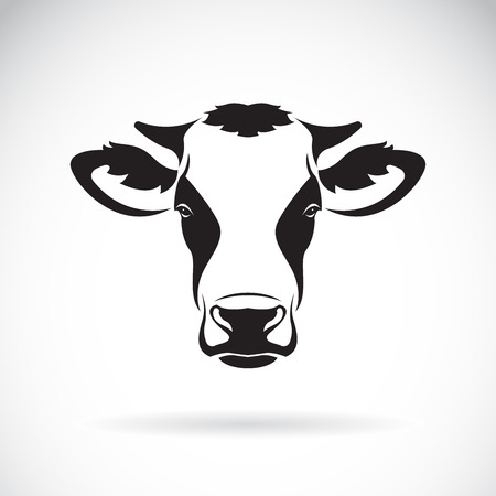 Ilustración de Vector of a cow head design on white background. Farm Animal. Easy editable layered vector illustration. - Imagen libre de derechos