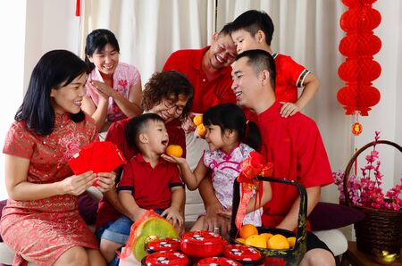 Photo pour Asian three generations family celebrate chinese new year - image libre de droit