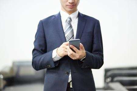 Photo pour Man with smart phone on hand - image libre de droit
