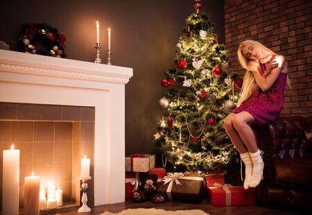 Photo pour Beautiful long-haired girl blonde - image libre de droit