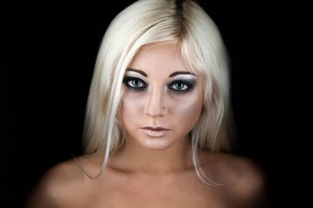 Photo pour Front view of young beautiful blonde woman posing on black studio background. Close up of attractive woman with perfect smokey eyes looking at camera. Beauty concept. - image libre de droit
