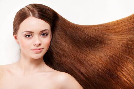 Photo pour Beautiful woman with her long brown hair - image libre de droit