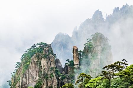 Foto de Natural Landscape of Huangshan Scenic Spot, Huangshan City, Anhui Province - Imagen libre de derechos