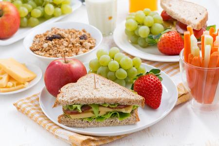 Photo pour healthy school breakfast with fresh fruits and vegetables, horizontal - image libre de droit