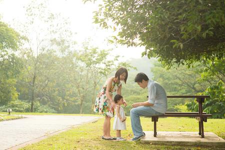 Foto de Happy Asian Family enjoying their time in the park - Imagen libre de derechos