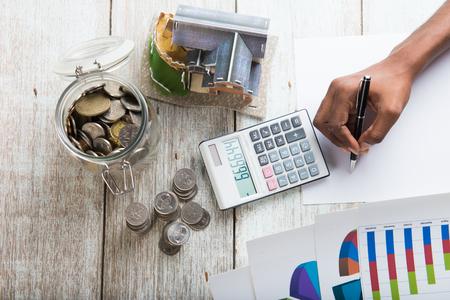 Photo pour hands calculating home mortgage concept photo - image libre de droit