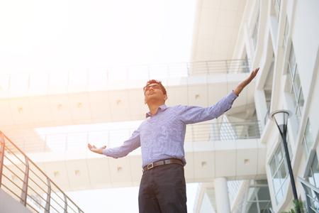 Photo pour indian male business man celebrating success - image libre de droit