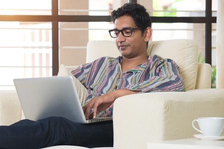 Photo pour indian male using laptop - image libre de droit
