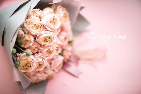 Photo pour beautiful bouquet of fresh pink roses, vintage style - image libre de droit