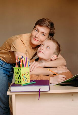 Photo pour home online learning school mom helping son do homework and fatigue - image libre de droit