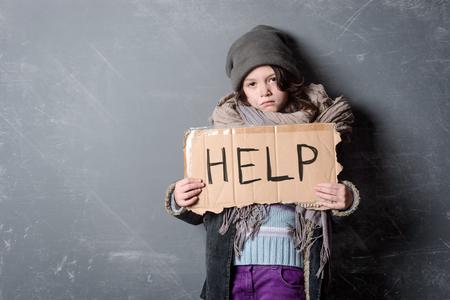 Photo pour Sad girl holding Help sign - image libre de droit