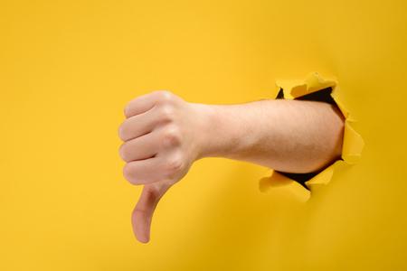 Photo pour Hand showing a thumb down - image libre de droit