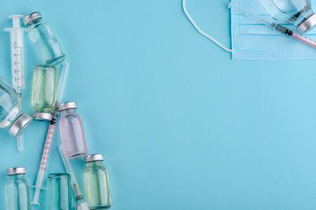 Photo pour Vials, syringes and mask - image libre de droit