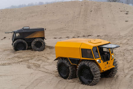 Foto de Two all-terrain vehicles with huge tires driving and leaving marks in the sands - Imagen libre de derechos