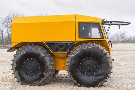 Foto de Ultimate all-terrain vehicle with huge big tires and strong yellow metal body - Imagen libre de derechos