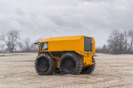 Foto de Unique all-terrain vehicle in a sandy area on a cloudy winter day - Imagen libre de derechos