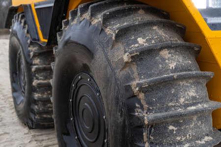 Foto de Close-up on big tires of an off-road vehicle - Imagen libre de derechos