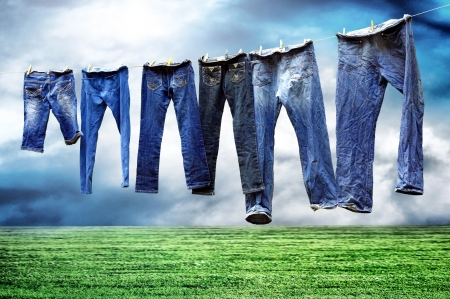 Foto de Jeans on a clothesline to dry - Imagen libre de derechos